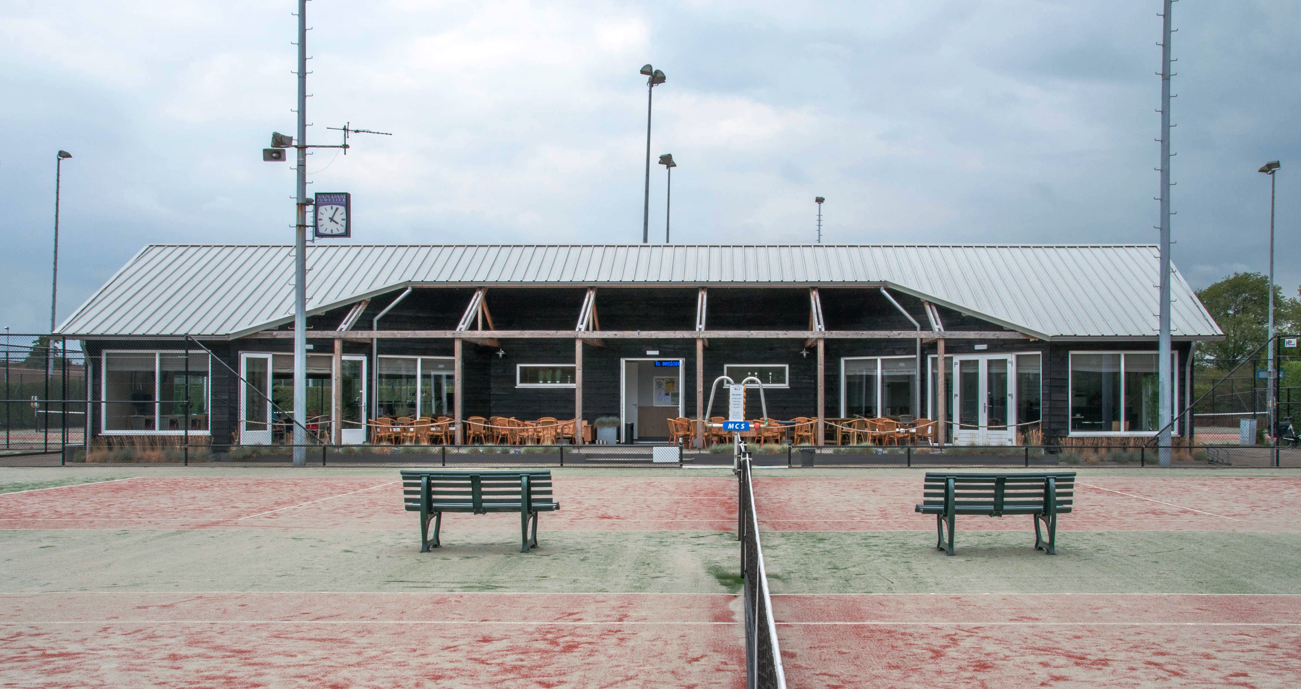 d954243ce98b31 Na in een periode van twee jaar zowel het clubhuis als alle tennisbanen  compleet te hebben vernieuwd
