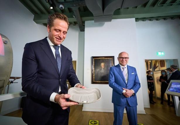 Eerste Janssen-vaccin gezet in Rijksmuseum Boerhaave